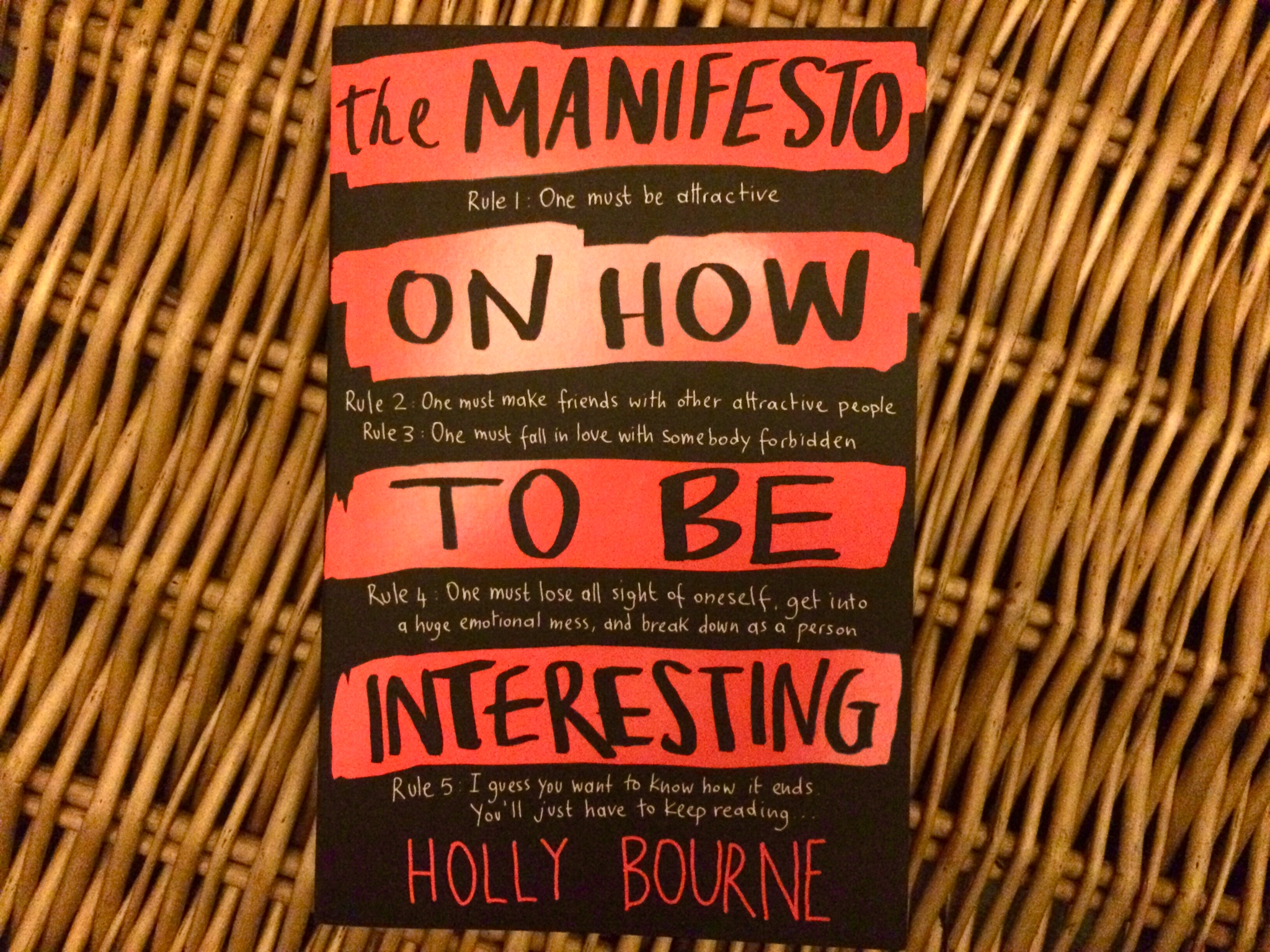 The Manifesto on How to Be Interesting  by Holly Bourne - Review Book