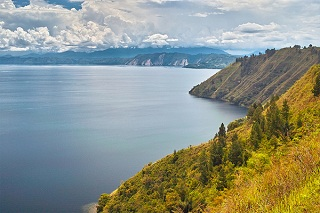 toba lake in indonesia