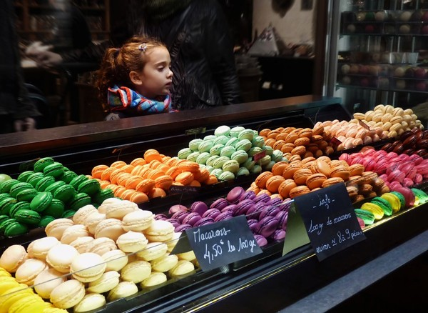 Maracon cake- 5 famous foods in Paris that you should try